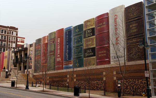 公共图书馆书架