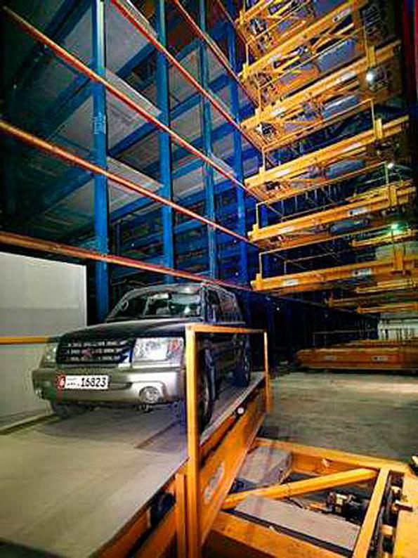 阿联酋迪拜城的机器人车库